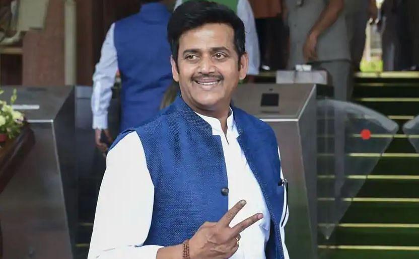 बॉलीवुड के ड्रग्स कनेक्शन पर सवाल पूछने वाले रवि किशन पीते थे गांजा, क्या है सच्चाई?