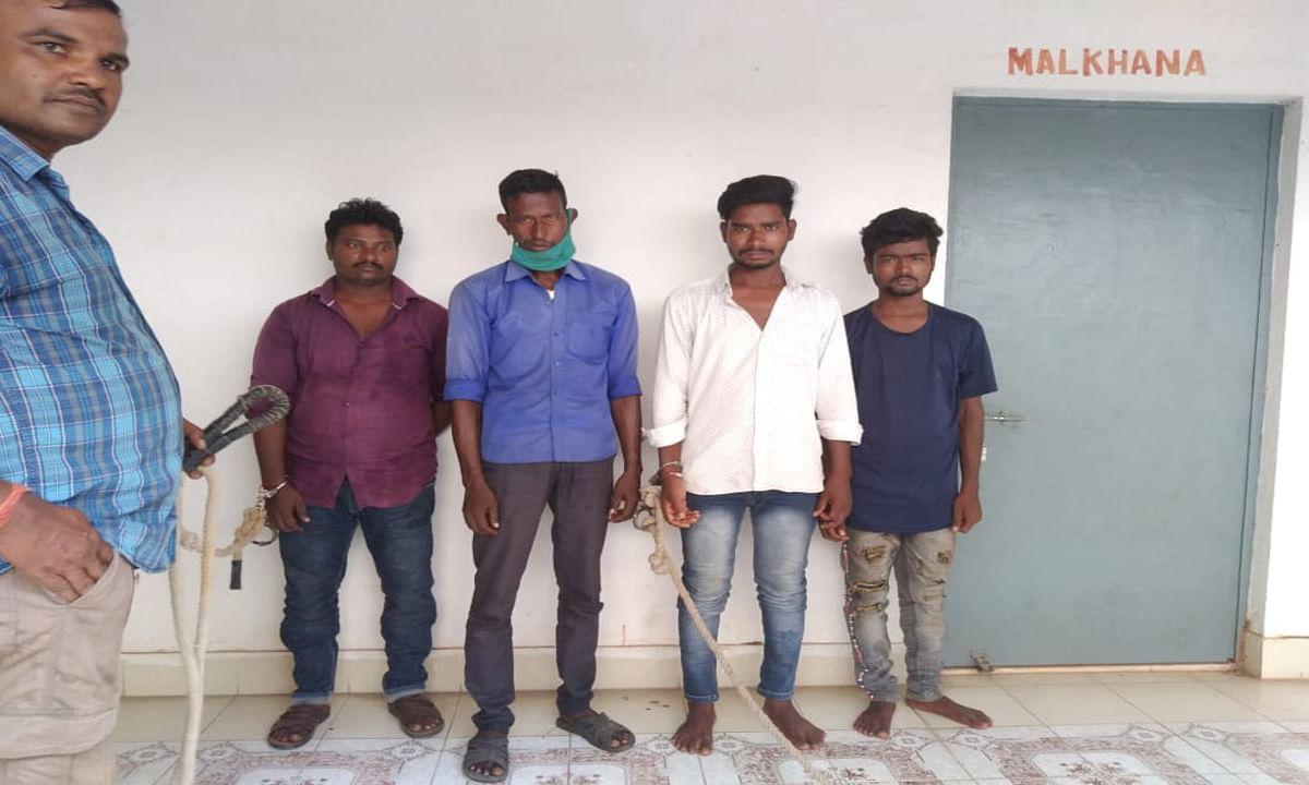 पश्चिम बंगाल के रानीगंज से स्कॉर्पियों पर सवार होकर दुमका आये थे मोबाइल चुराने, 3 किशोर समेत 7 गिरफ्तार