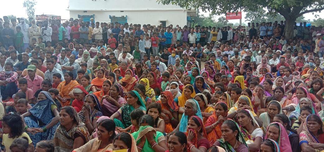Jharkhand News: एनटीपीसी परियोजना से विस्थापित रैयतों ने भरी हुंकार, बोले : जमीन हमारा और रोजगार बाहरियों को बर्दाश्त नहीं करेंगे