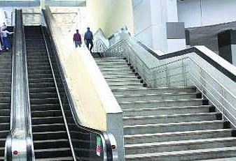 नये ओवरब्रिज के निर्माण में आयी तेजी, लगेगा एस्केलेटर व लिफ्ट भी