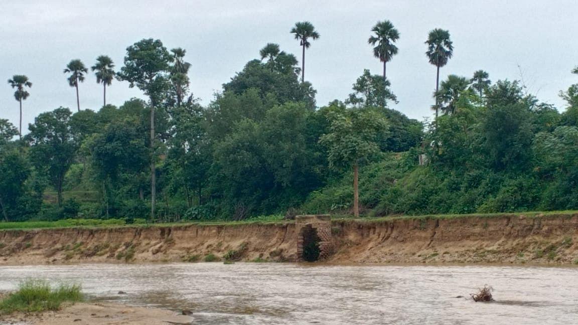Exclusive Photo: झारखंड में नदी में समा गयी किसानों की 25 एकड़ जमीन, करोड़ों का नुकसान