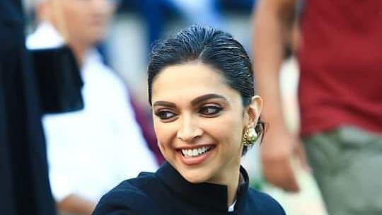 Sushant Case/NCB LIVE Updates : गोवा से मुंबई पहुंची दीपिका पादुकोण, 26 को एनसीबी के सामने होंगी पेश