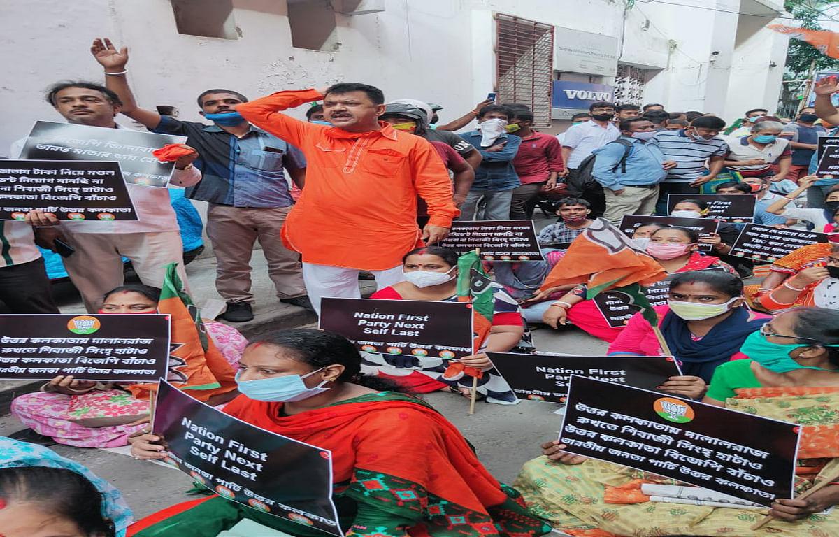 उत्तर कोलकाता बीजेपी में गुटबाजी खुल कर आयी सामने, शिवाजी सिंह राय को हटाने की मांग पर असंतुष्ट कार्यकर्ताओं ने किया प्रदर्शन