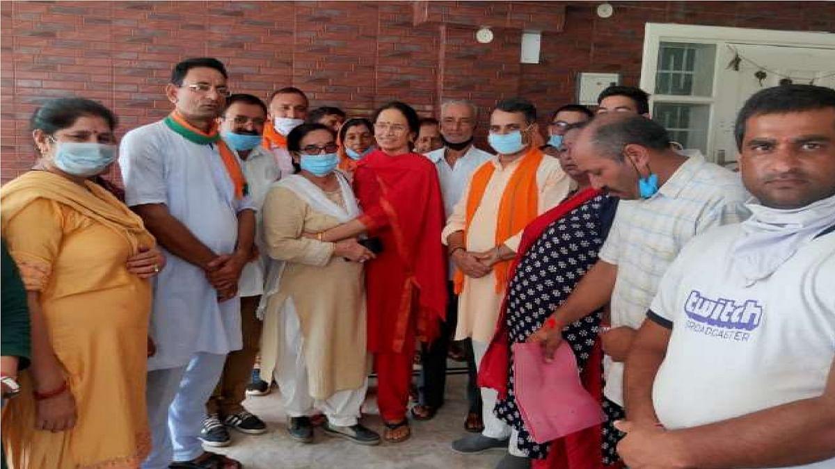 Kangana Ranaut: कंगना रनौत की मां बीजेपी में शामिल, क्वीन को भी पार्टी में लाना चाहते हैं ये दिग्गज नेता