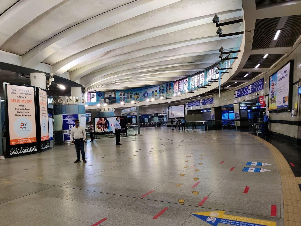 ब्लू और पिंक लाइन मेट्रो ने भी पकड़ी रफ्तार, कड़ाई से किया जा रहा है नियमों का पालन