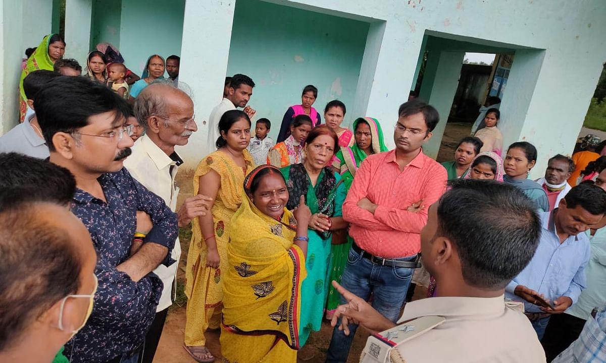 बिशुनपुर में महिला दलाल ने 10 हजार में नाबालिग की शादी की डील, वर पक्ष के शादी करने पहुंचते ही जमकर हुआ ड्रामा