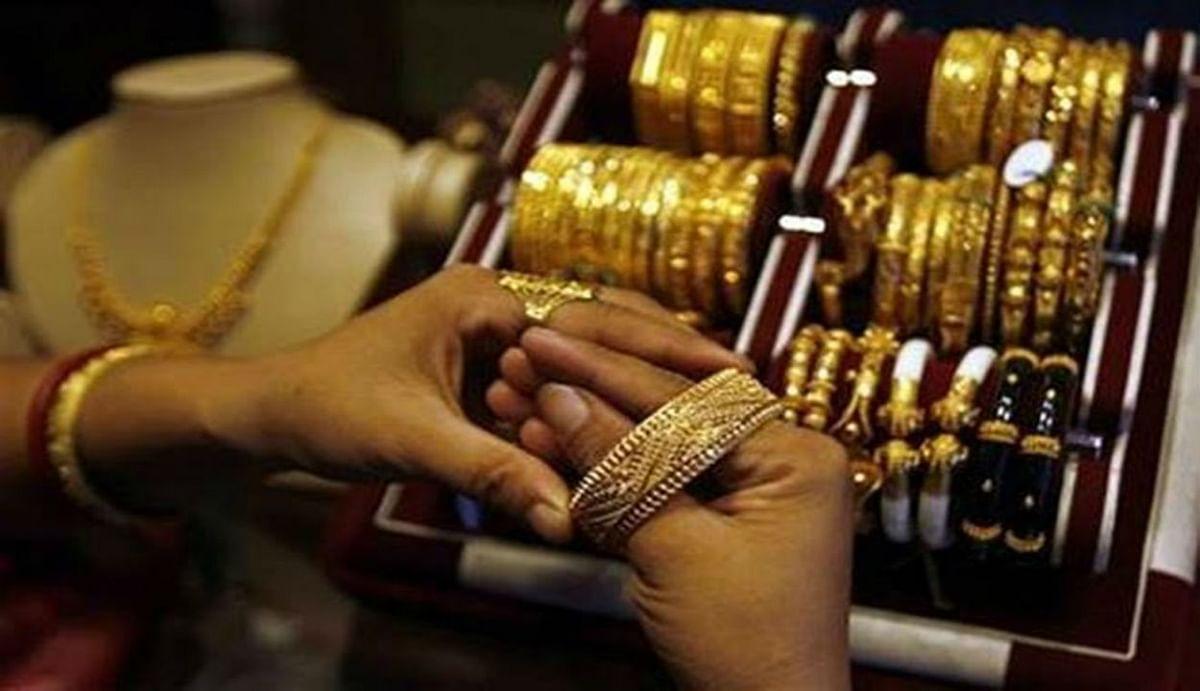 Gold Rates : सर्राफा बाजार में लगातार तीसरे दिन टूटा सोना, मगर 2020 में अब तक 26 फीसदी बढ़ गयी कीमत, जानिए ताजा भाव