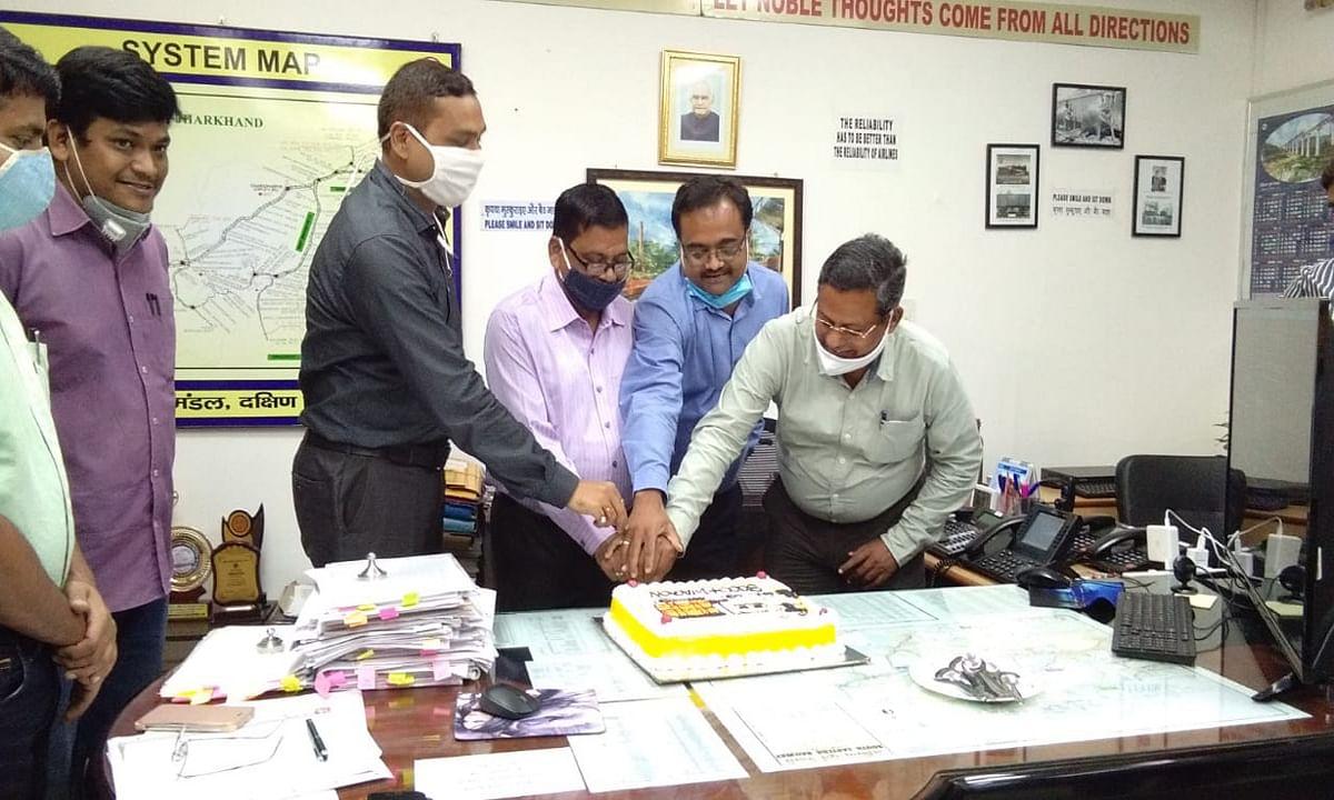 Indian Railways/IRCTC News : चक्रधरपुर रेल मंडल ने एक दिन में सर्वाधिक 144 रैक माल लदान का बनाया रिकॉर्ड