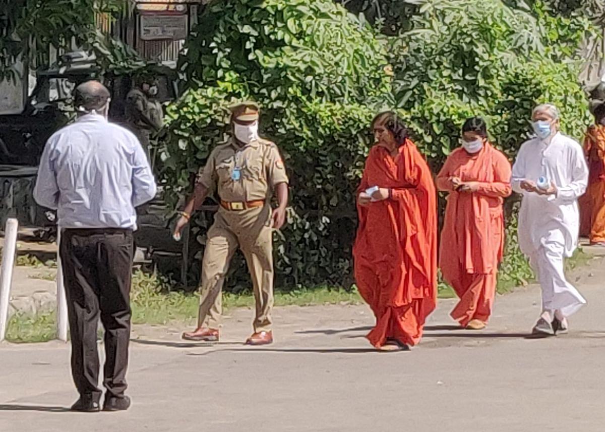 Babri Demolition Case, Final Verdict, Live Updates : विशेष CBI अदालत में हलचल तेज, किसी भी वक्त आ सकता है फैसला
