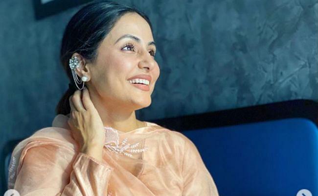 हिना खान की मुस्कुराहट पर फिदा हुए फैंस, तसवीर देख बोले- सादगी में ही खूबसूरती...