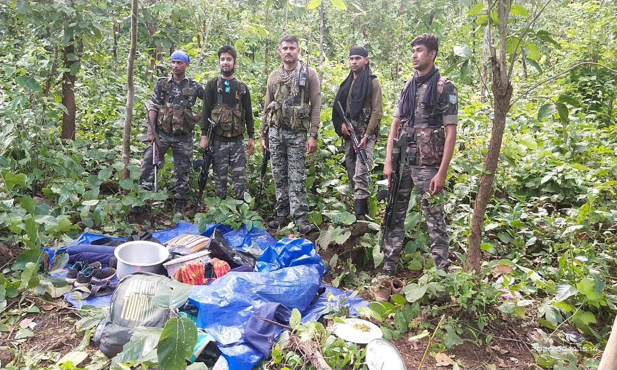 पुलिस मुठभेड़ में बच निकला लाखों का इनामी नक्सली कमांडर बुद्धेश्वर, रंथु और लजीम, कई सामान बरामद