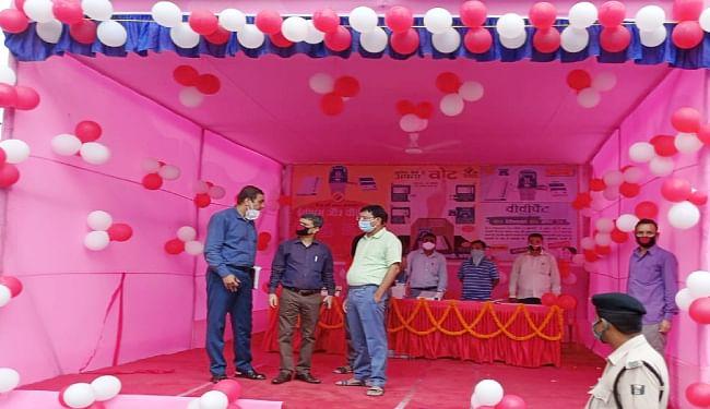 मधेपुरा में जिला निर्वाचन पदाधिकारी सह जिलाधिकारी  द्वारा मतदाता जागरूकता को लेकर ईवीएम / वीवीपैट प्रदर्शन सह जागरूकता स्थाई केंद्र का किया गया उद्घाटन