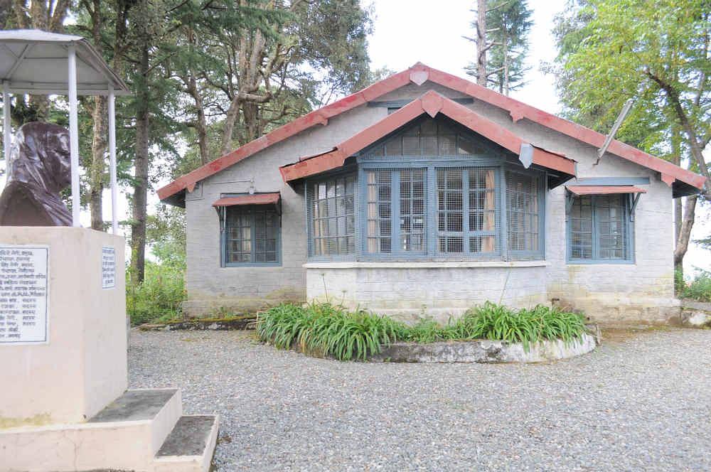 पुण्यतिथि स्मरण : पहाड़ पर महादेवी वर्मा का घर, यहां देखें अनदेखी तसवीरें