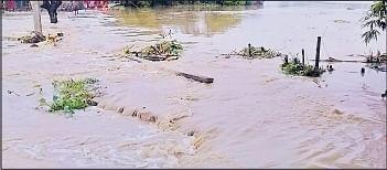 नदियों का जलस्तर बढ़ने से अररिया जिले में गहराया बाढ़ का संकट