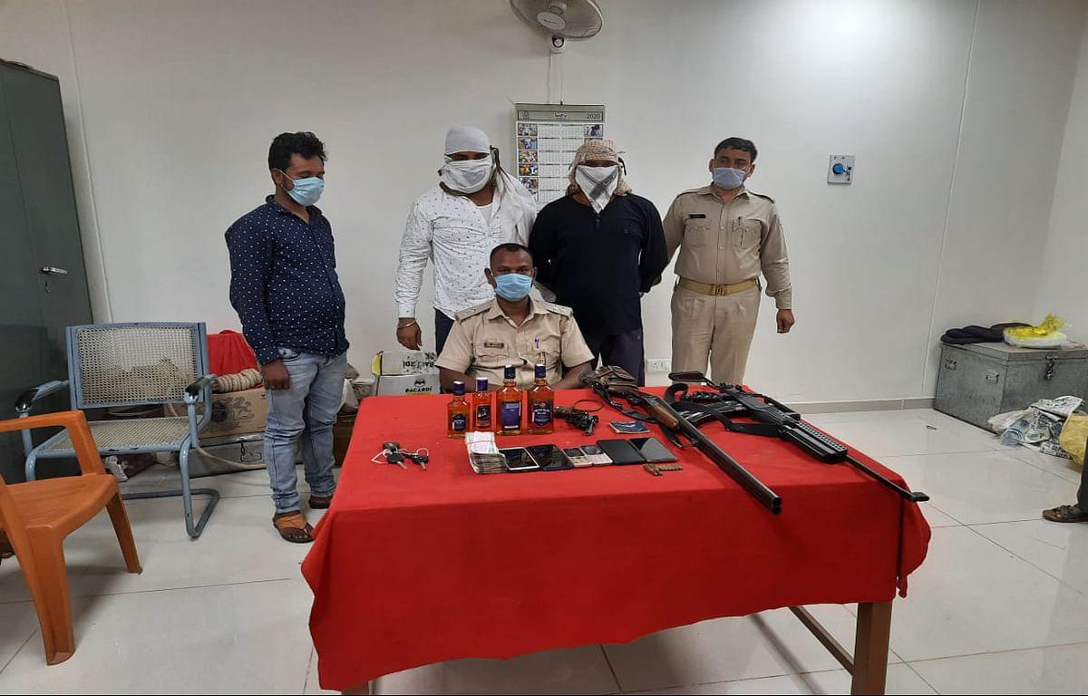 रांची में अवैध शराब की 12 पेटी जब्त, 3 आरोपियों समेत 72 हजार रुपये बरामद