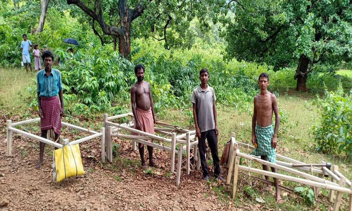 खटिया बेचकर पेट पालने को मजबूर हैं पहाड़ों के बीच बसे लांजी गांव निवासी, बरसों से झेल रहे हैं बेरोजगारी की मार