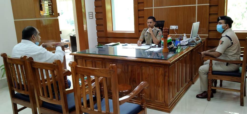 West bengal news : हरिशपुर और जामबाद में डेंजर जोन में रहनेवालों को सुरक्षित जगह शिफ्ट करने को लेकर पुलिस आयुक्त ने की बैठक