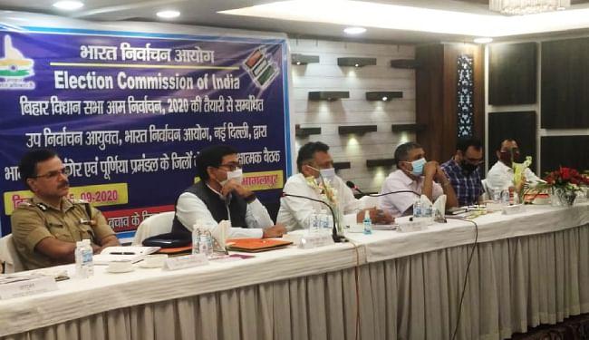 भागलपुर में चुनाव आयोग की टीम ने की तैयारी की समीक्षा, कहा- शराब प्रतिबंध मामले को गंभीरता से लें, वारंट पर करें कार्रवाई