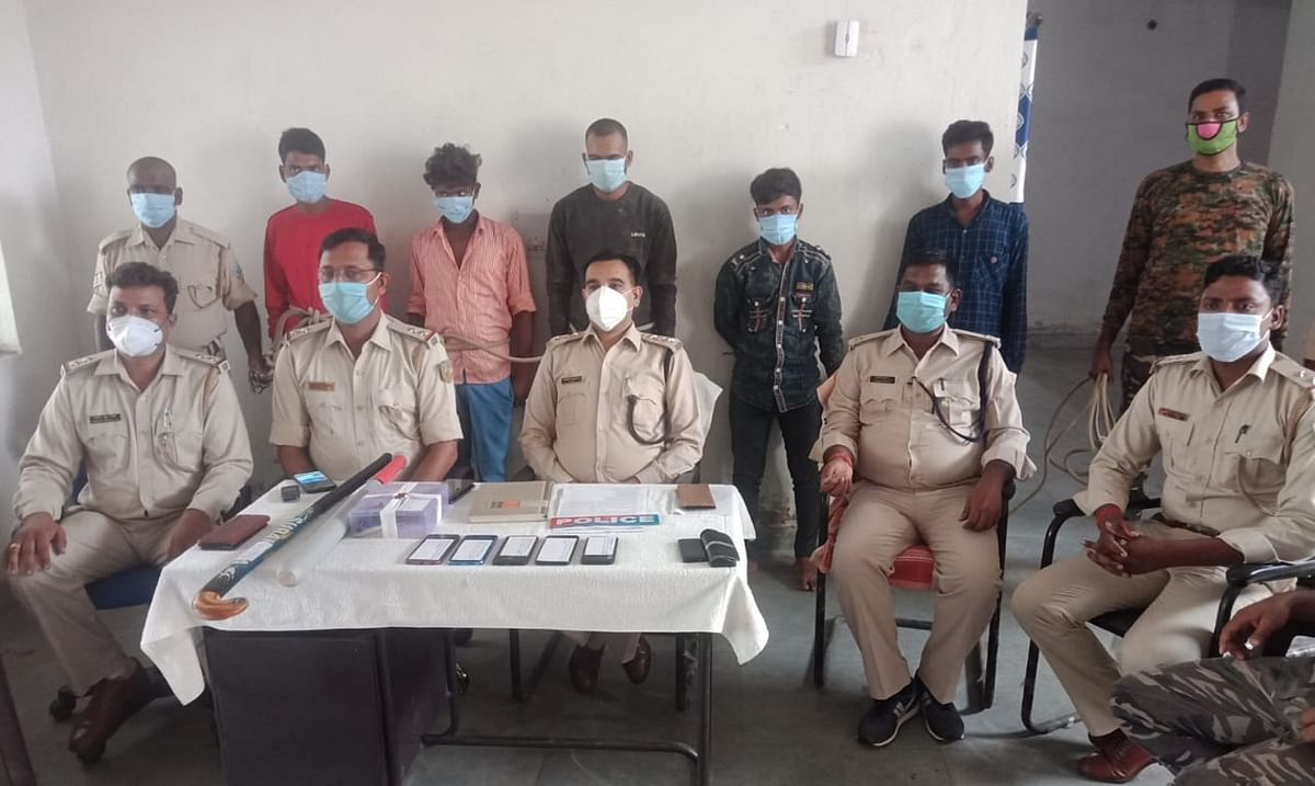 डकैती की योजना बनाते चतरा व चौपारण के पांच अपराधी हथियार के साथ गोरहर में गिरफ्तार