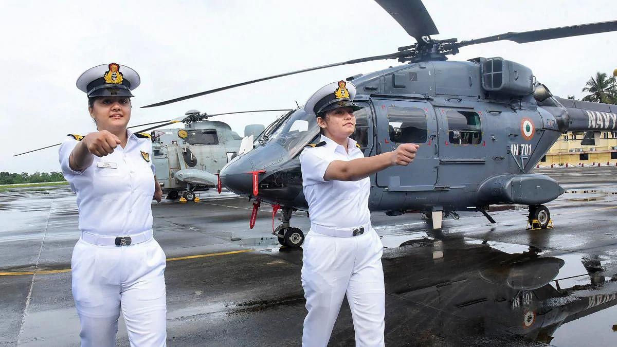 नौसेना में पहली बार जंगी जहाज पर दो महिला ऑफिसर्स की तैनाती, तसवीरों में जानें सब लेफ्टिनेंट कुमुदिनी त्यागी और रीति सिंह के बारे में