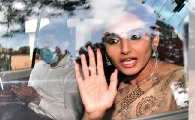 Sandalwood Drug Scandal: अभिनेत्री रागिनी द्विवेदी ने ड्रग्स टेस्ट में धोखा देने के लिए यूरिन में मिलाया पानी, मैसेज भी कर चुकी हैं डिलीट