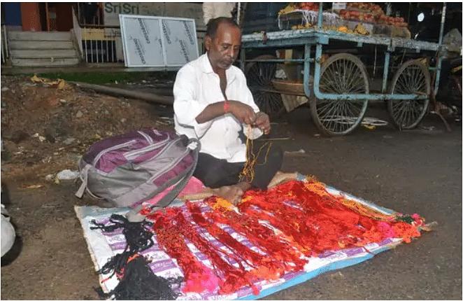 jivitputrika vrat 2020 date : जिउतिया व्रत को लेकर खरीदारों से बाजार में बढ़ी रौनक, फुटपाथ पर सजी कारीगरों की दुकान
