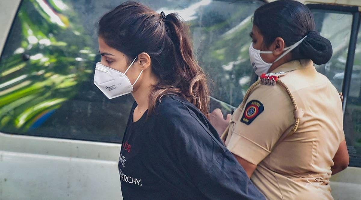 रिया के सेल के बगल में है इंद्राणी मुखर्जी का सेल, जेल में बिना बेड और पंखे के यूं काट रही दिन