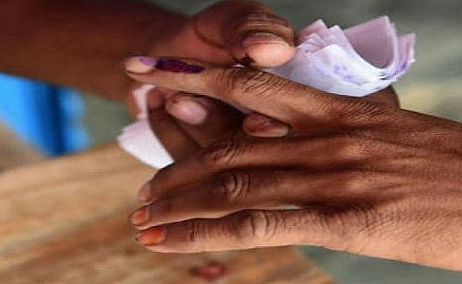 Coronavirus guidelines in hindi : चुनावी सभाओं में टूट रहे नियम, नेता लापरवाह, आम लोगों पर जुर्माना