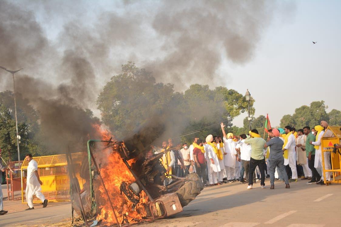 Krishi Bill 2020: कृषि कानूनों को लेकर पंजाब-यूपी-दिल्ली और कर्नाटक में कांग्रेस का प्रदर्शन,पंजाब के सीएम कैप्टन अमरिंदर सिंह  धरने पर बैठे
