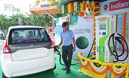 बिहार में पेट्रोल-डीजल की बिक्री घटी, बढ़ी सीएनजी की मांग, इलेक्ट्रिक बाइक की मांग 10 गुना बढ़ी