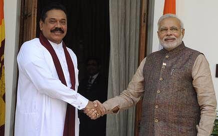 पीएम मोदी ने महिद्रा राजपक्षे से की बात कहा, श्रीलंका के साथ संबंधो को प्राथमिकता देता है भारत