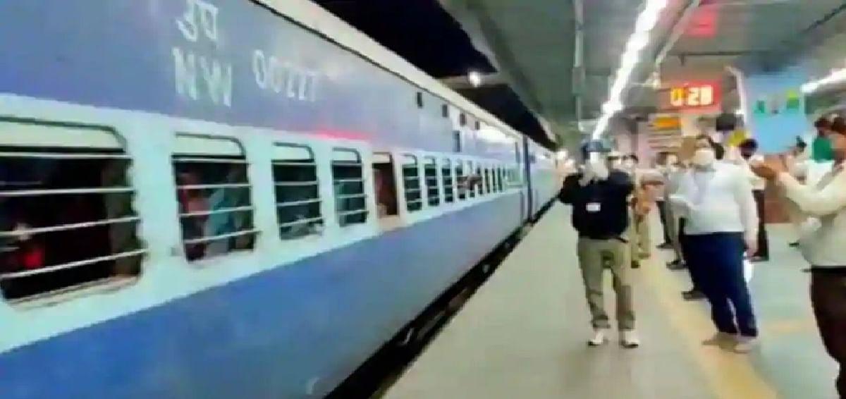20 अक्तूबर से 30 नवंबर तक चलेंगी पूजा स्पेशल ट्रेनें, रेलवे बोर्ड ने जारी की ट्रेनों की लिस्ट