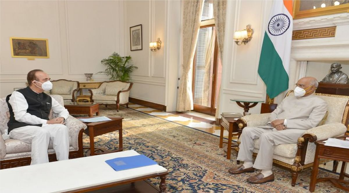कांग्रेस के वरिष्ठ नेता गुलाम नबी आजाद ने की राष्ट्रपति से मुलाकात, कृषि विधेयकों को वापस भेजने का आग्रह