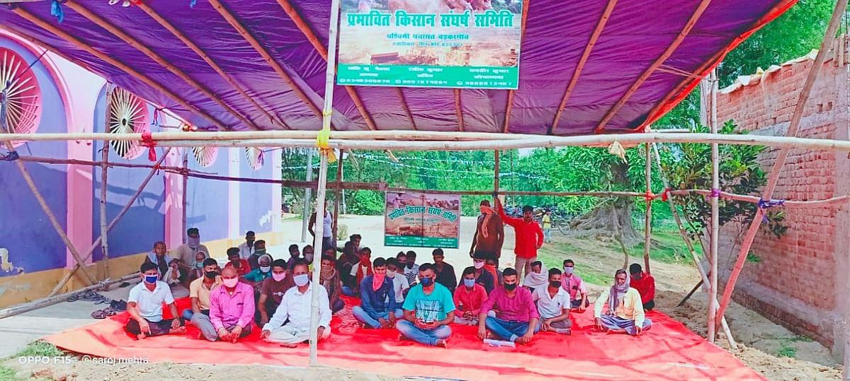 Hazaribagh News : अब बड़कागांव की पश्चिमी पंचायत के भू-रैयतों और किसानों ने शुरू किया अनिश्चितकालीन धरना