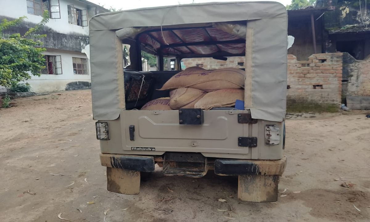 मनिका सीओ के सरकारी वाहन से जब्त हुआ 10 बोरा चावल, ग्रामीणों ने खाद्य आपूर्ति मंत्री को दी थी सूचना