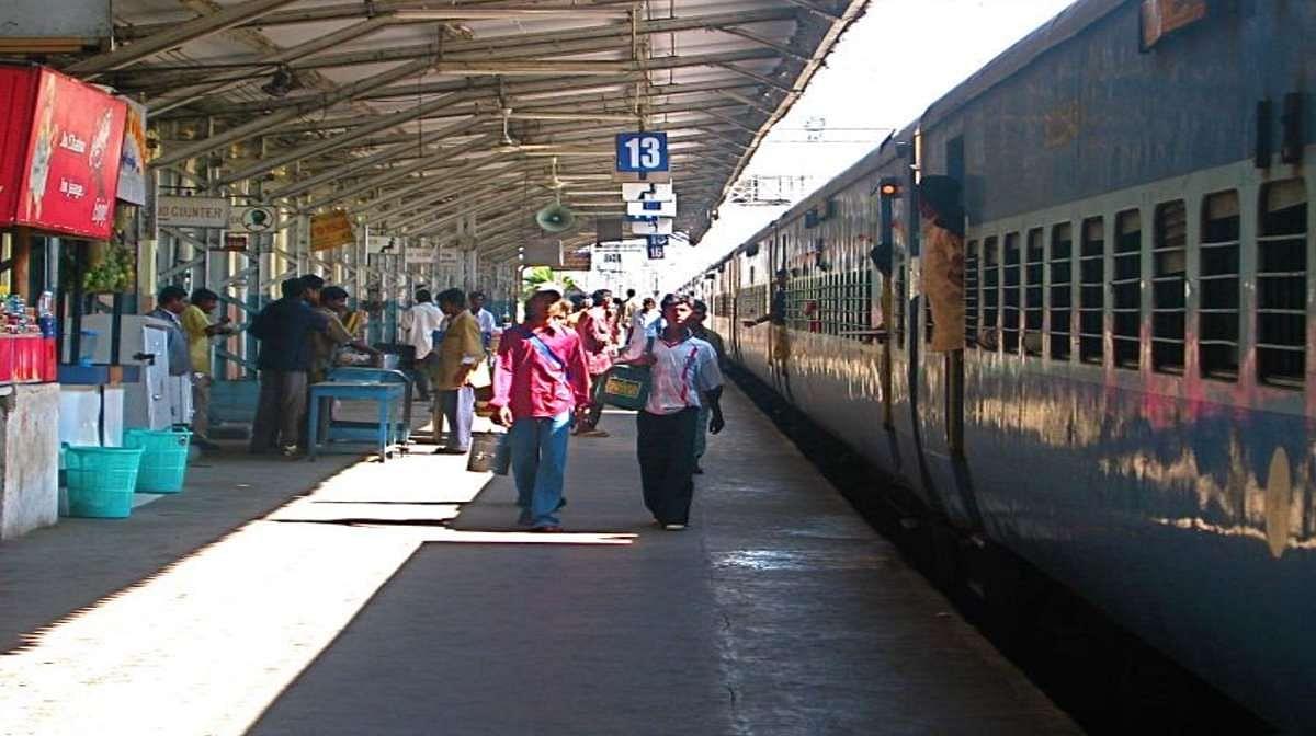 त्योहार स्पेशल ट्रेन: दशहरा, दिवाली और छठ पूजा पर रेलवे चलायेगी 40 जोड़ी स्पेशन ट्रेनें, नहीं होगी परेशानी