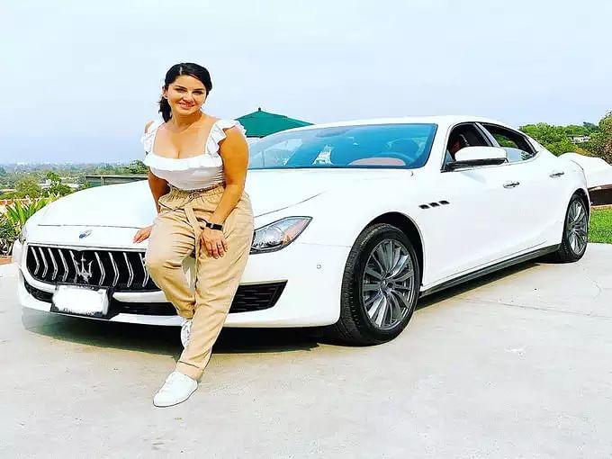 Sunny Leone के घर आया नया मेहमान, फैन्स दे रहे बधाइयां... देखें PICS