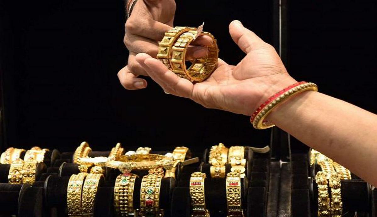 Gold price news : अधिकमास शुरू होने के पहले सस्ता हुआ सोना, पितृपक्ष के बाद कर सकते हैं खरीदारी