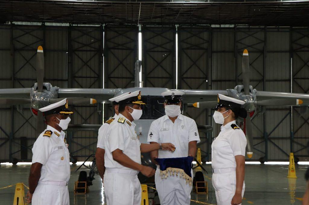 दोनों अधिकारी नए एमएच- 60 आर हेलीकॉप्टरों में उड़ान भरेंगी