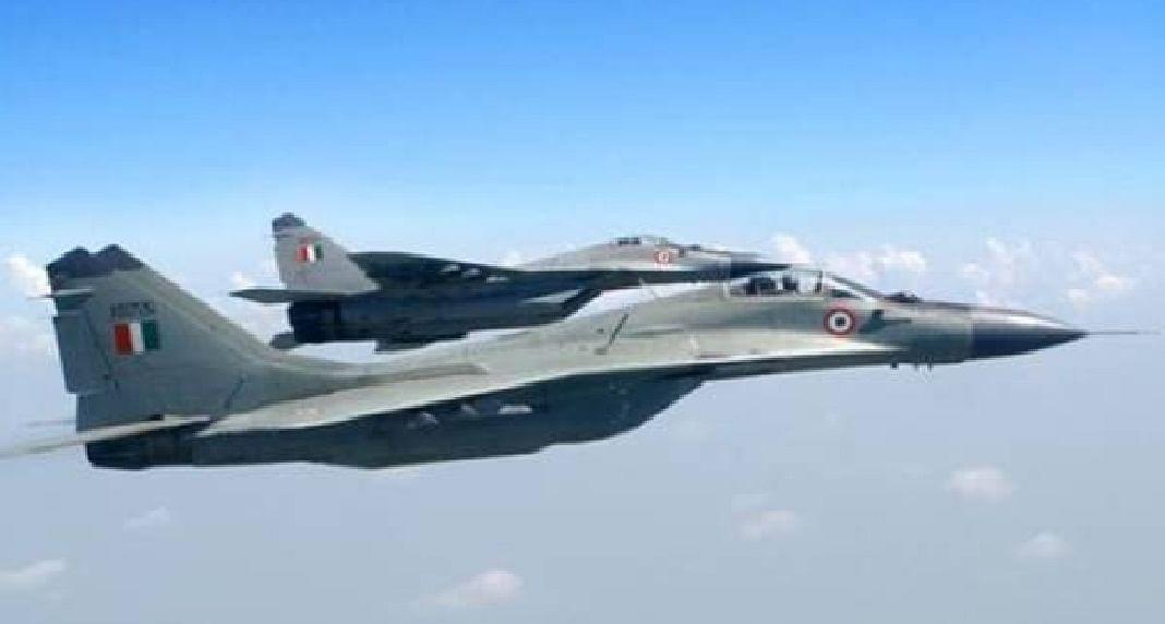 चीनी सीमा पर भारतीय सेना ने दिखायी ताकत, पर वायुसेना के विमानों का युद्धाभ्यास