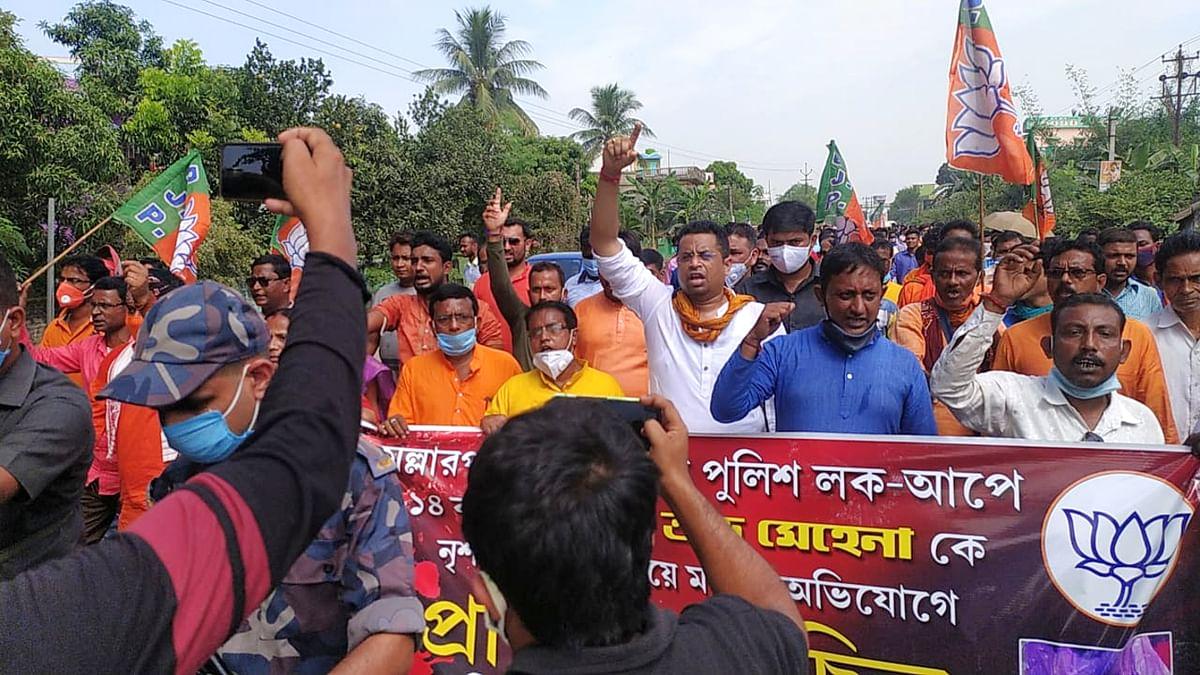 बंगाल में पुलिस हिरासत में मौत: भाजपा कार्यकर्ताओं ने थाना के सामने किया विरोध-प्रदर्शन