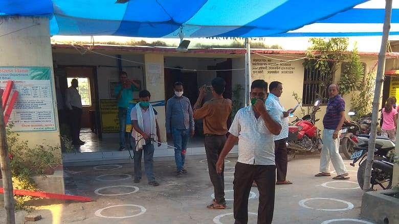 Bihar MLC Election: विधान परिषद की आठ सीटों पर मतदान शुरू, बूथों पर आने लगे लोग