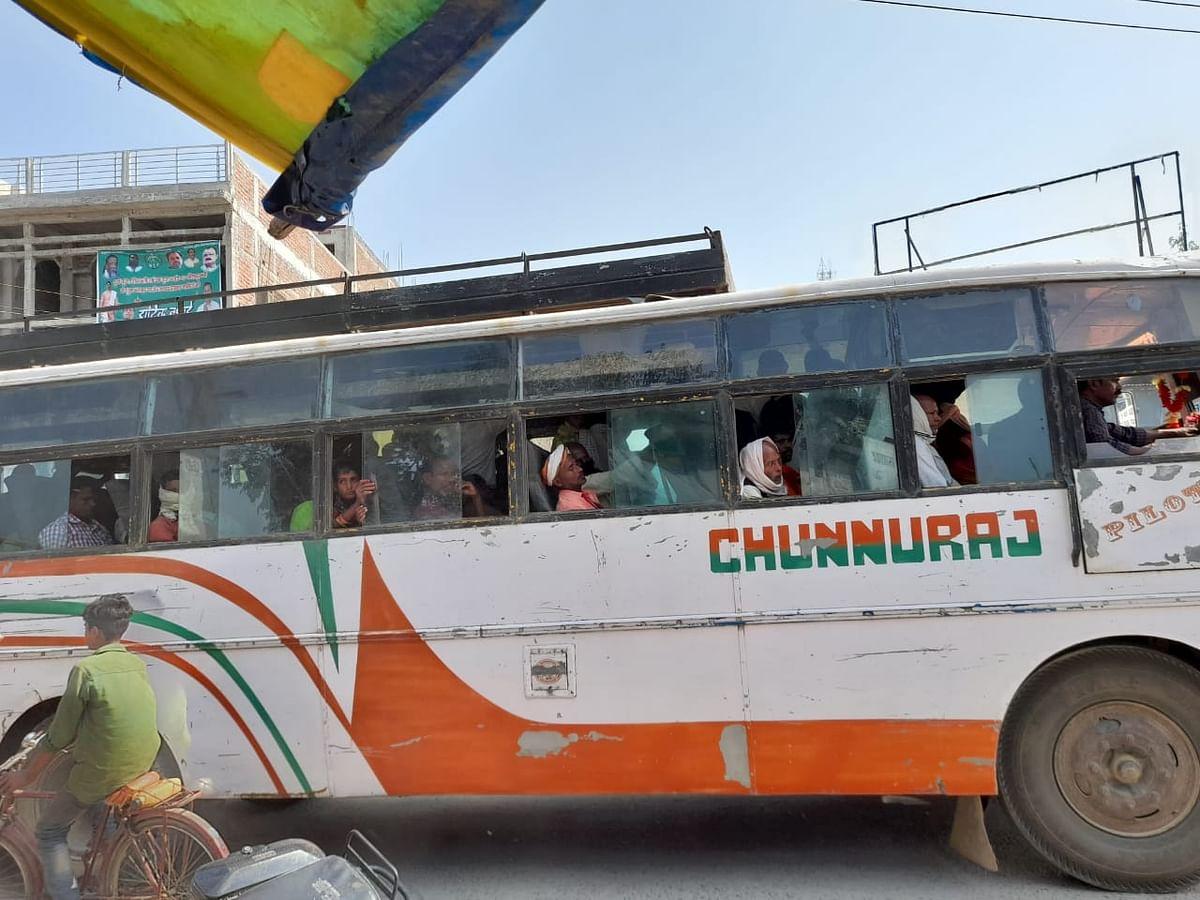 झारखंड में मुख्यमंत्री हेमंत सोरेन के आदेश की सरेआम अनदेखी, अंतरराज्यीय बसों में जान पर खेलकर यात्रा करने की मजबूरी