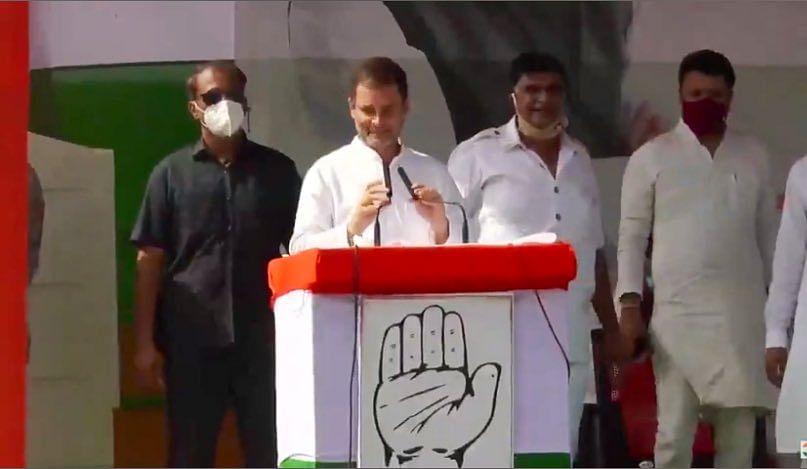 Bihar Vidhan Sabha Election 2020 : बिहार की पहली चुनावी रैली में राहुल गांधी ने कसा तंज, कहा- 'अंबानी-अडानी के मददगार हैं पीएम मोदी'