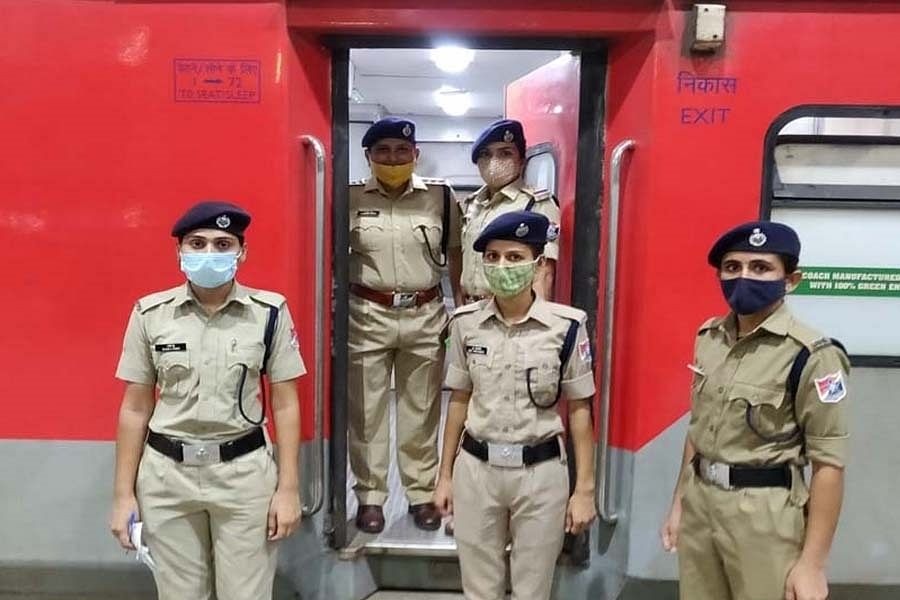 Indian Railways : अब रेलयात्रा के दौरान डरें नहीं 'मेरी सहेली' की मदद लें...