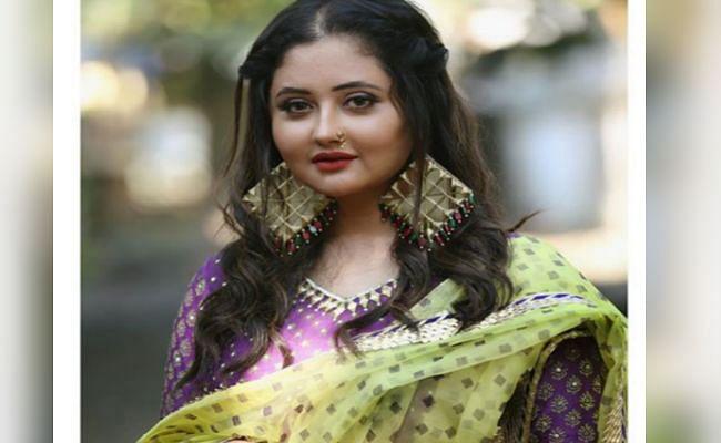 'नागिन' एक्ट्रेस रश्मि देसाई की इन तसवीरों पर आया फैंस का दिल, कमेंट कर लिखा - इस लड़की की अदाएं...