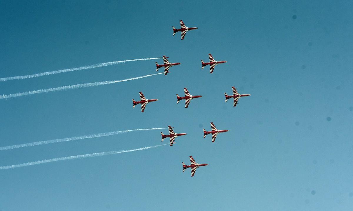 हमारे देश में हर साल 8 अक्टूबर को भारतीय वायुसेना दिवस मनाया जाता है. भारतीय वायुसेना ने भी कल अपना 88 वां स्थापना दिवस मना मनायी. हर साल की भातिं इस बार भी हिंडन बेस पर वायुसेना अपने शौर्य ने अपने शॉर्य का प्रदर्शन की.