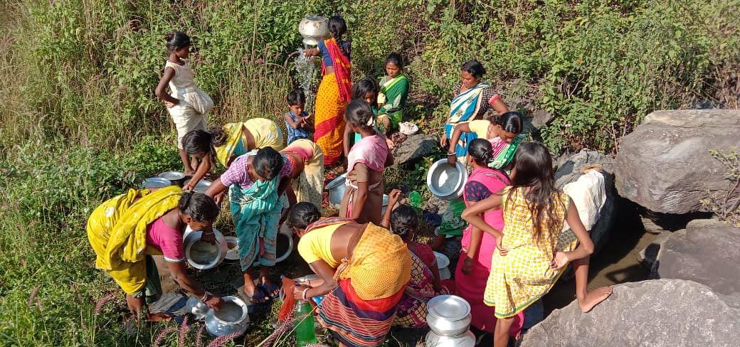 डंपिंग यार्ड का प्रदूषित पानी पीने को अभिशप्त हैं झारखंड के इस गांव के 200 लोग