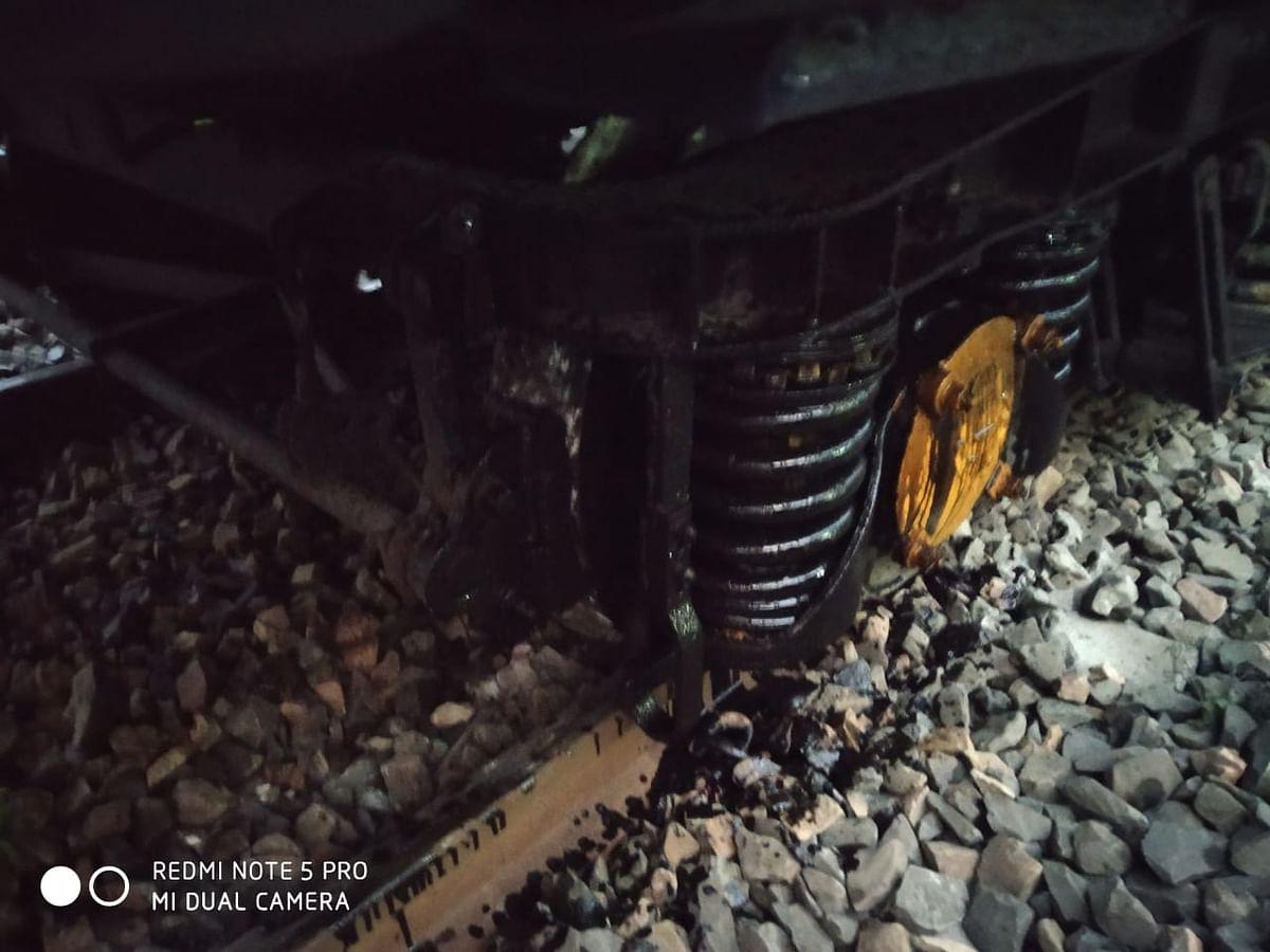 बिहार में गोरखपुर-कोलकाता पूजा स्पेशल ट्रेन के दो डिब्बे पटरी से उतरे, कोई हताहत नहीं