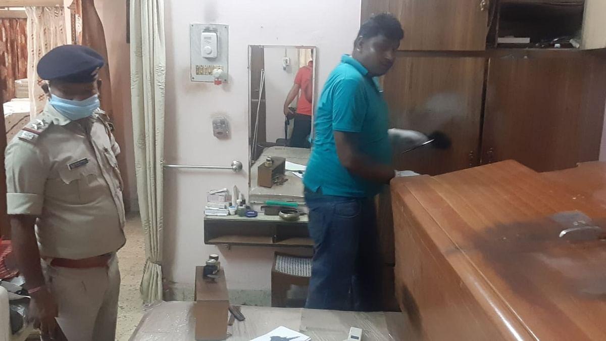 मंगलवार को हिमाचल के एडीजी के घर डकैती की जांच करने पहुंची पुलिस.